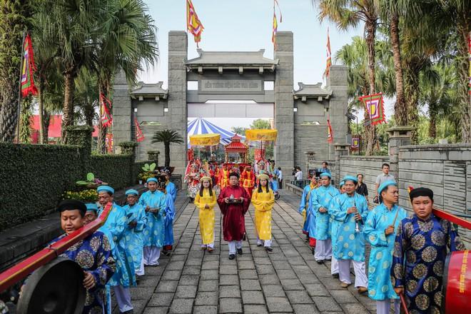 Hàng nghìn người Sài Gòn dâng hương tưởng nhớ vua Hùng - Ảnh 2.
