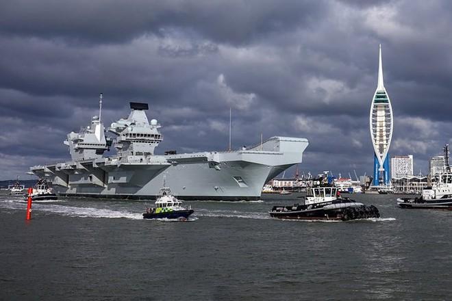 Ảnh: Tàu sân bay mạnh nhất hải quân Anh ra khơi với máy bay quân sự - Ảnh 3.