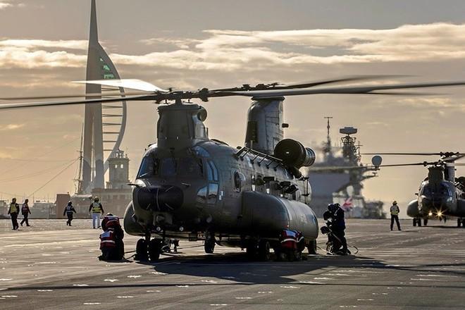 Ảnh: Tàu sân bay mạnh nhất hải quân Anh ra khơi với máy bay quân sự - Ảnh 7.