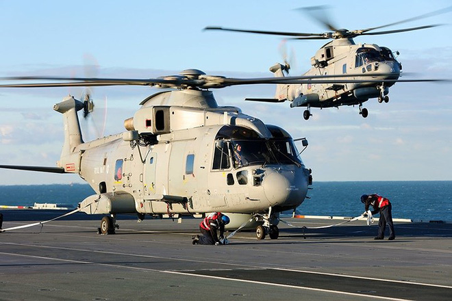 Ảnh: Tàu sân bay mạnh nhất hải quân Anh ra khơi với máy bay quân sự - Ảnh 8.