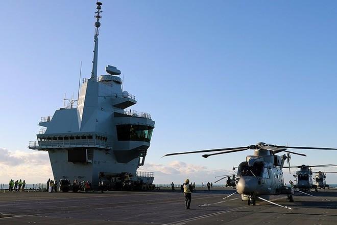 Ảnh: Tàu sân bay mạnh nhất hải quân Anh ra khơi với máy bay quân sự - Ảnh 9.