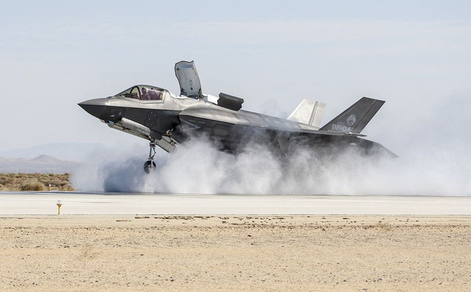 Máy bay tàng hình F-35 của Mỹ hạ cánh khẩn cấp ở Nhật Bản