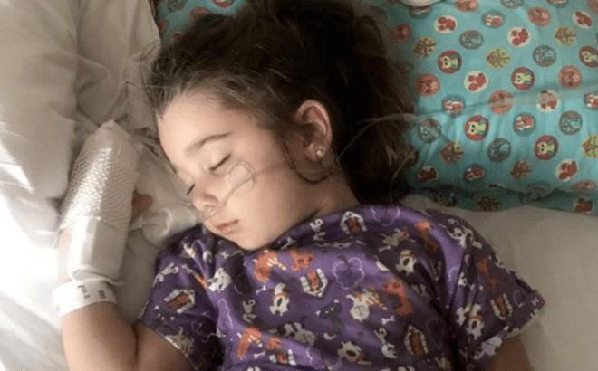 Hít phải nước bể bơi, bé gái 4 tuổi suýt mất mạng vì đuối nước trên cạn