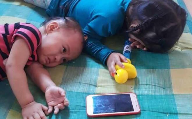 """Độc chiêu cai điện thoại cho con """"một phát ăn ngay"""" hay là sự nhẫn tâm của các ông bố bà mẹ?"""