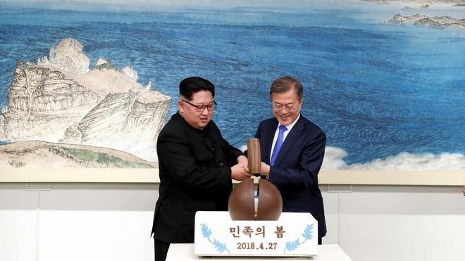Ẩn ý sâu xa của người Hàn Quốc qua từng bông hoa, chiếc ghế ở thượng đỉnh liên Triều - Ảnh 8.