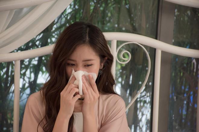 Jun Vũ khóc tiết lộ quá khứ vô danh, thiếu tiền thuê nhà - Ảnh 1.