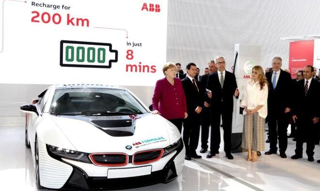 Bộ siêu sạc xe điện nhanh nhất thế giới: Chỉ cần 8 phút đi được 200km - Ảnh 1.