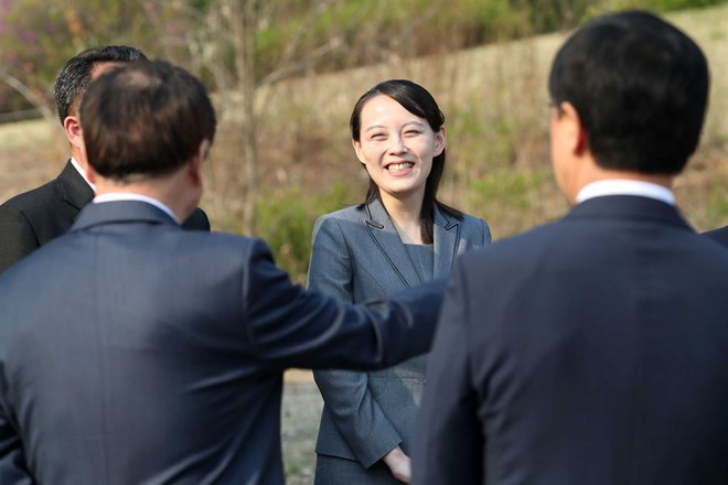 Hậu trường Thượng đỉnh: Tôn trọng đối phương, ông Kim Jong-un lẳng lặng ra ngoài hút thuốc - Ảnh 8.