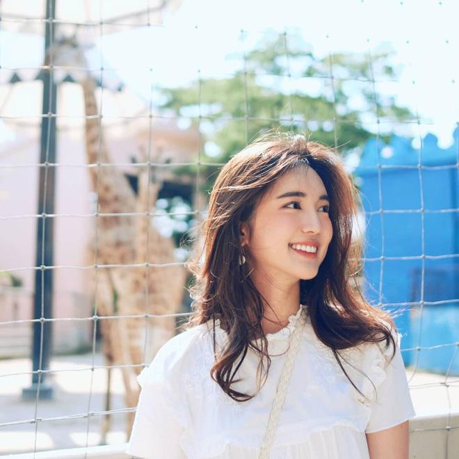 Loạt ảnh bắt trọn thần thái đỉnh cao và nụ cười toả nắng của nàng thơ Thái Lan - Ảnh 1.