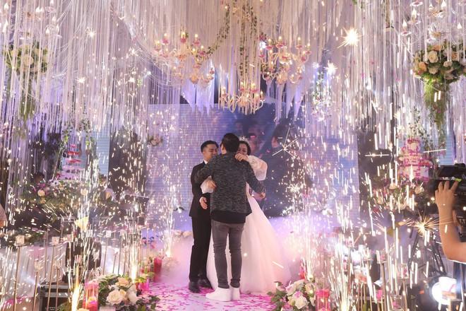 Hữu Công tiết lộ chi 2 tỷ cho đám cưới khủng, rộng 700m2, mời 1000 khách cùng sao hạng A về làng - Ảnh 18.