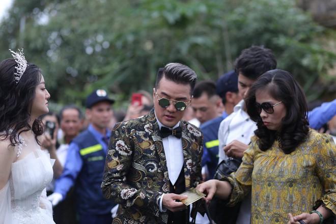 Hữu Công tiết lộ chi 2 tỷ cho đám cưới khủng, rộng 700m2, mời 1000 khách cùng sao hạng A về làng - Ảnh 4.