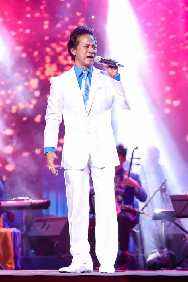 Sau đăng quang Hoa hậu, Hương Giang được Chế Linh mời hát - Ảnh 1.