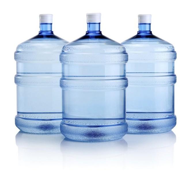 PGS Trần Hồng Côn chỉ thẳng ra sự cẩn thận ngốc nghếch khi dùng nước đóng chai - Ảnh 2.