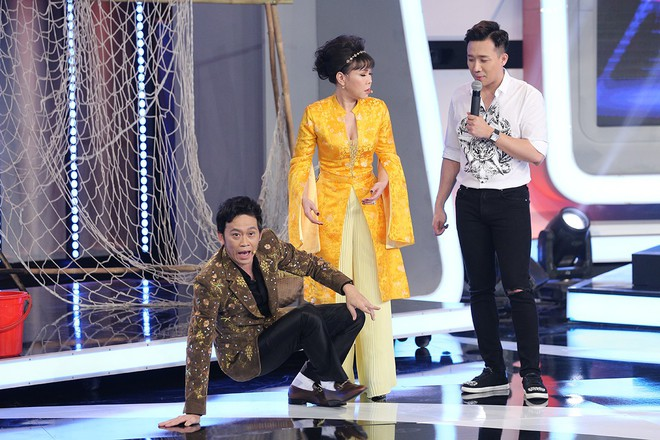 Trấn Thành và Hari Won tình tứ sau hậu trường quay gameshow - Ảnh 4.