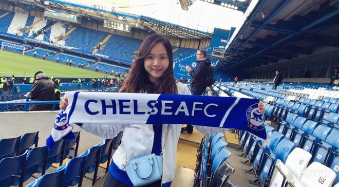 Fan nữ xinh đẹp của Chelsea dành cả thanh xuân thăm 14 SVĐ nổi tiếng nhất thế giới - Ảnh 1.