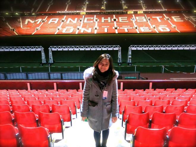 Fan nữ xinh đẹp của Chelsea dành cả thanh xuân thăm 14 SVĐ nổi tiếng nhất thế giới - Ảnh 11.
