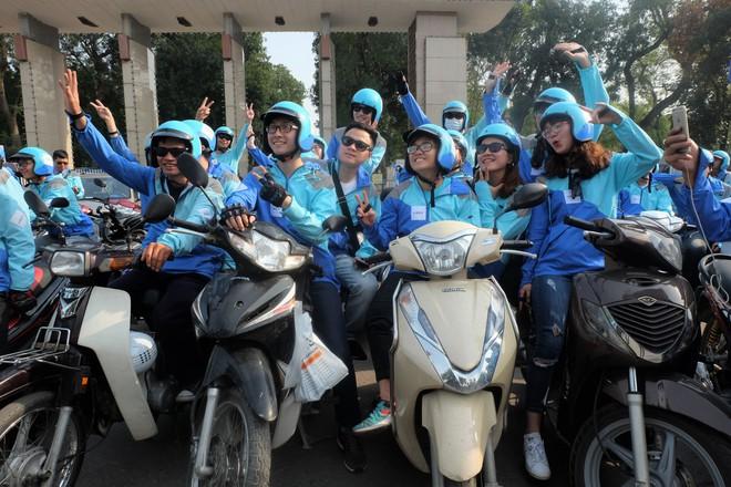 Nuối tiếc, hàng trăm tài xế xuống đường diễu hành trong ngày cuối cùng Uber ở Việt Nam - Ảnh 10.