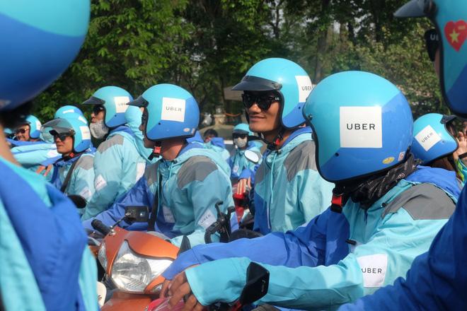 Nuối tiếc, hàng trăm tài xế xuống đường diễu hành trong ngày cuối cùng Uber ở Việt Nam - Ảnh 6.