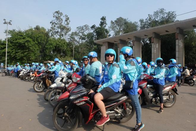 Nuối tiếc, hàng trăm tài xế xuống đường diễu hành trong ngày cuối cùng Uber ở Việt Nam - Ảnh 3.