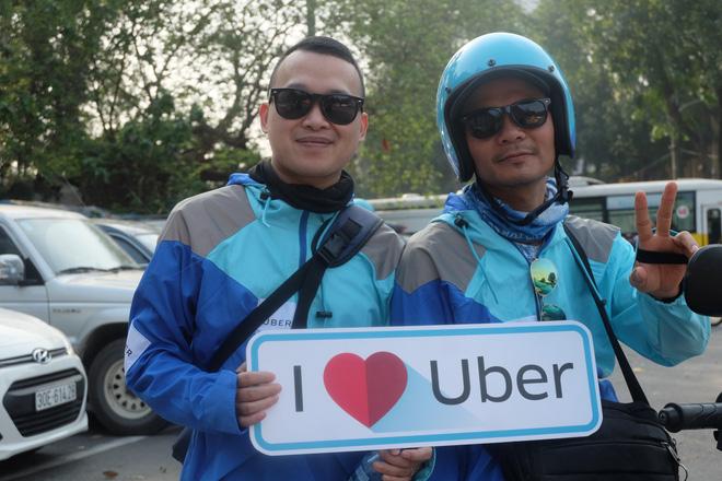 Nuối tiếc, hàng trăm tài xế xuống đường diễu hành trong ngày cuối cùng Uber ở Việt Nam - Ảnh 7.