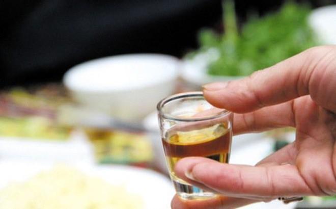 Chuyên gia tâm thần: Rượu khiến nhiều người mất đi lòng tự trọng, không biết xấu hổ