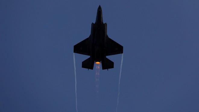 Nóng: 20 tên lửa tập kích Cao nguyên Golan, Israel phản đòn, phòng không Syria đáp trả - Ảnh 1.