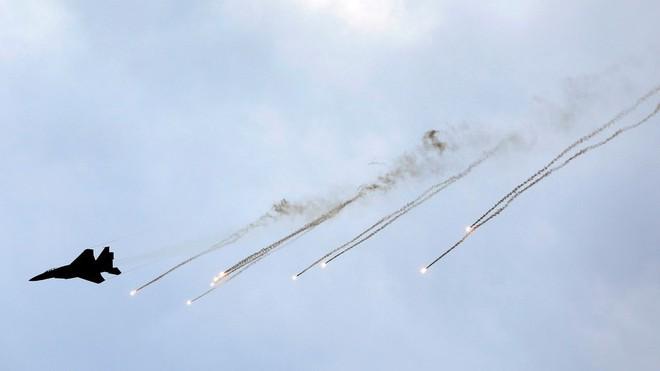 Đáp trả vụ tập kích 20 tên lửa, Israel hủy diệt trạm radar của Syria: Chiến sự nóng bỏng - Ảnh 2.
