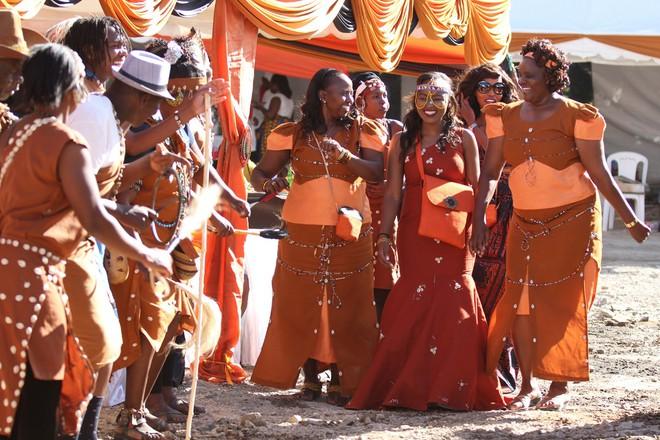 5 bộ lạc nhiều mỹ nữ, phong cách ngời ngời lại khéo chiều đàn ông ở Kenya - Ảnh 1.