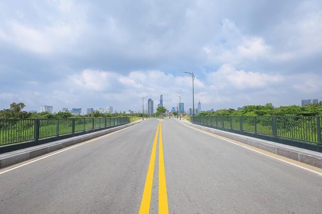 Cận cảnh con đường dát kim cương với chi phí 1.000 tỷ đồng/km ở Khu đô thị mới Thủ Thiêm - Ảnh 17.