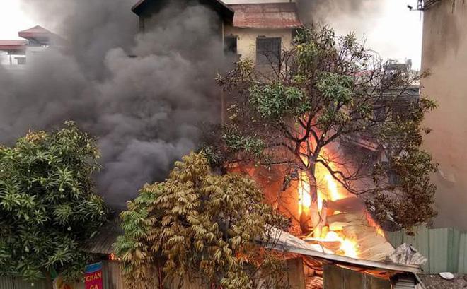 Bà lão 96 tuổi tử vong trong vụ cháy đại lý chăn ga gối đệm dưới chân cầu Vĩnh Tuy