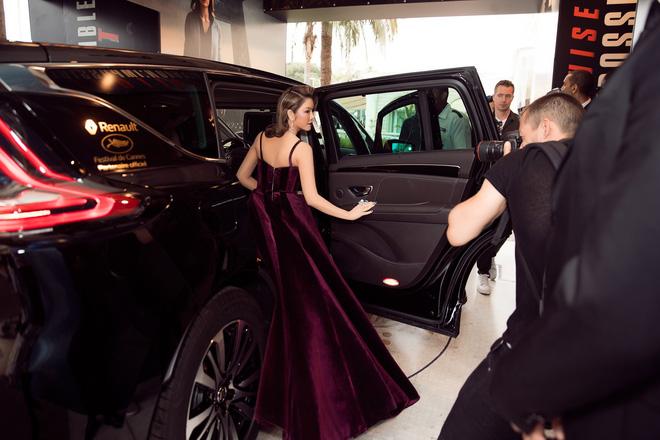 Lý Nhã Kỳ gợi cảm và huyền bí trên thảm đỏ LHP Cannes ngày thứ 3 - Ảnh 11.