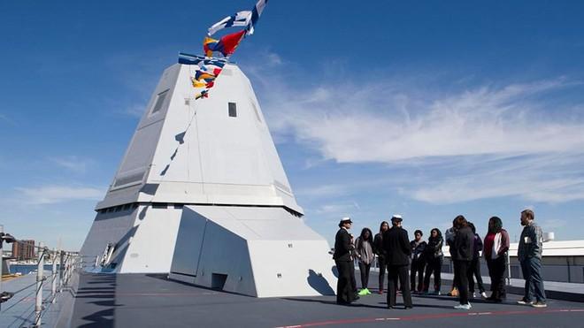 Khám phá USS Zumwalt - tàu khu trục lớn nhất của Hải quân Mỹ - Ảnh 9.