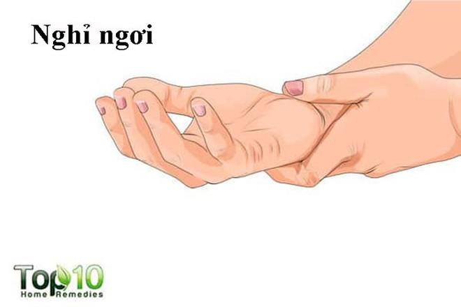 Cách chữa bong gân ngón tay dễ dàng nhất - Ảnh 1.