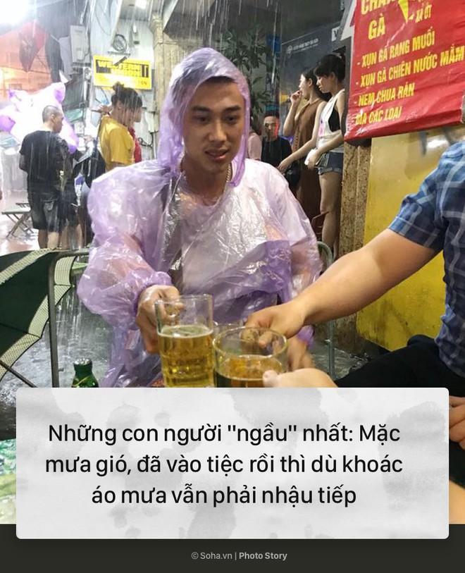 [PHOTO STORY] 10 hình ảnh ấn tượng nhất tại Hà Nội trong cơn mưa lớn tối 12/5 - Ảnh 10.