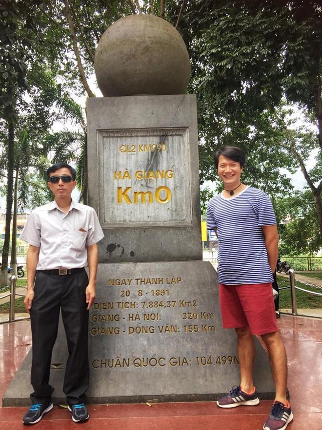 Chuyện chưa kể về người đàn ông khiếm thị vượt 21 km đường đèo Hà Giang - Ảnh 4.