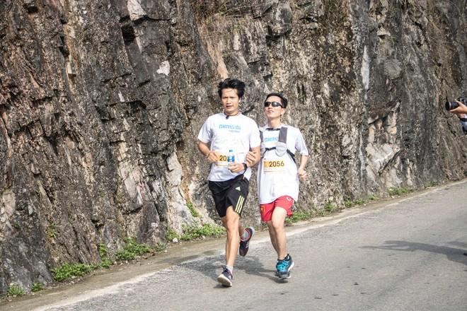 Chuyện chưa kể về người đàn ông khiếm thị vượt 21 km đường đèo Hà Giang - Ảnh 2.