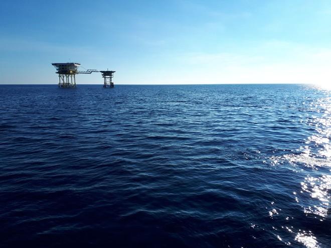 Hải trình 10 năm tới Trường Sa: Hoa vàng trên biển xanh - Ảnh 10.