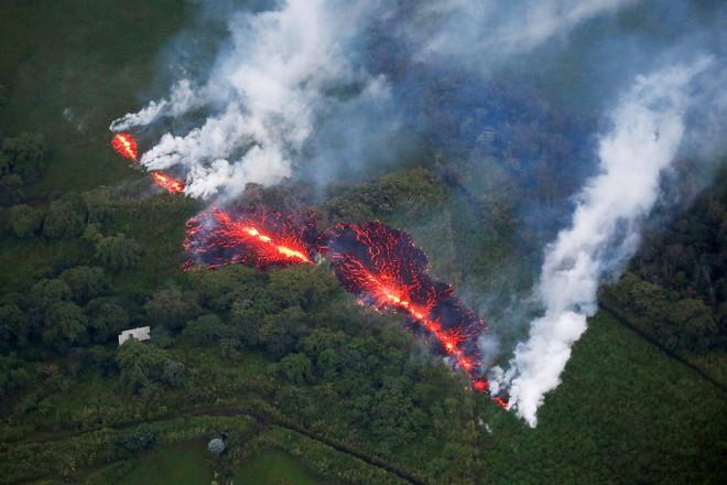 Cổng địa ngục khổng lồ bắn ra bom dung nham tung tóe ở Hawaii - Ảnh 3.