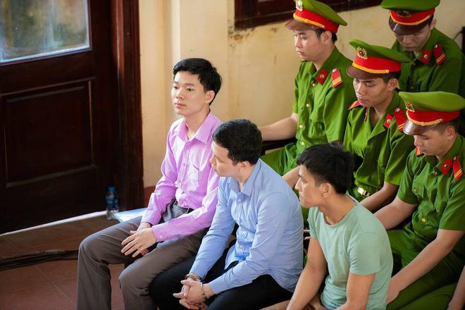 Xét xử bác sĩ Hoàng Công Lương trong vụ 8 bệnh nhân chạy thận tử vong - Ảnh 1.