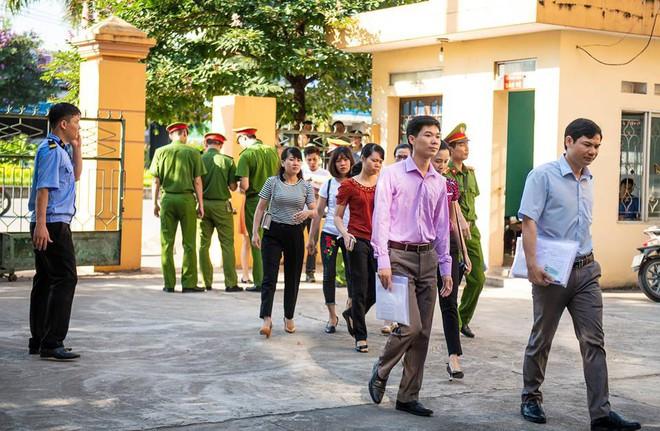 Xét xử bác sĩ Hoàng Công Lương trong vụ 8 bệnh nhân chạy thận tử vong - Ảnh 2.