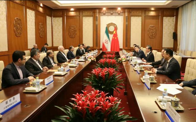 Rút khỏi thỏa thuận hạt nhân Iran, Mỹ đang nhắm đến Trung Quốc? - Ảnh 1.
