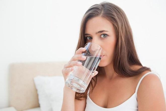 Uống nước sau khi thức dậy, điều tuyệt vời sẽ xảy ra - Ảnh 2.