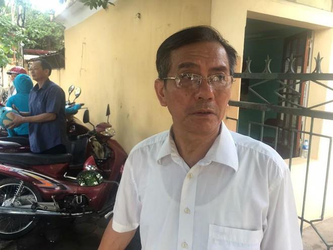 """Xét xử BS Lương: Người nhà đứng ngồi la liệt, đòi """"xử"""" ông Trương Quý Dương - Ảnh 1."""