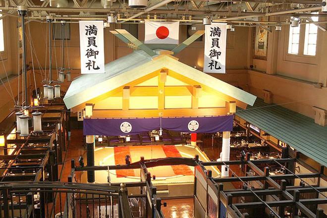 Nhà hàng sumo ở Nhật Bản, nơi thực khách thách đấu các võ sĩ - Ảnh 2.