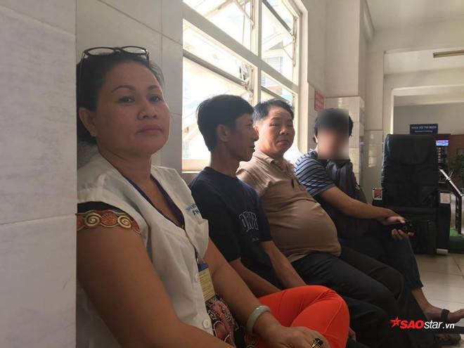 2 nam sinh trọng thương khi bắt cướp ở Sài Gòn: Chỉ biết khóc khi nhìn thấy di ảnh các anh qua điện thoại - Ảnh 3.