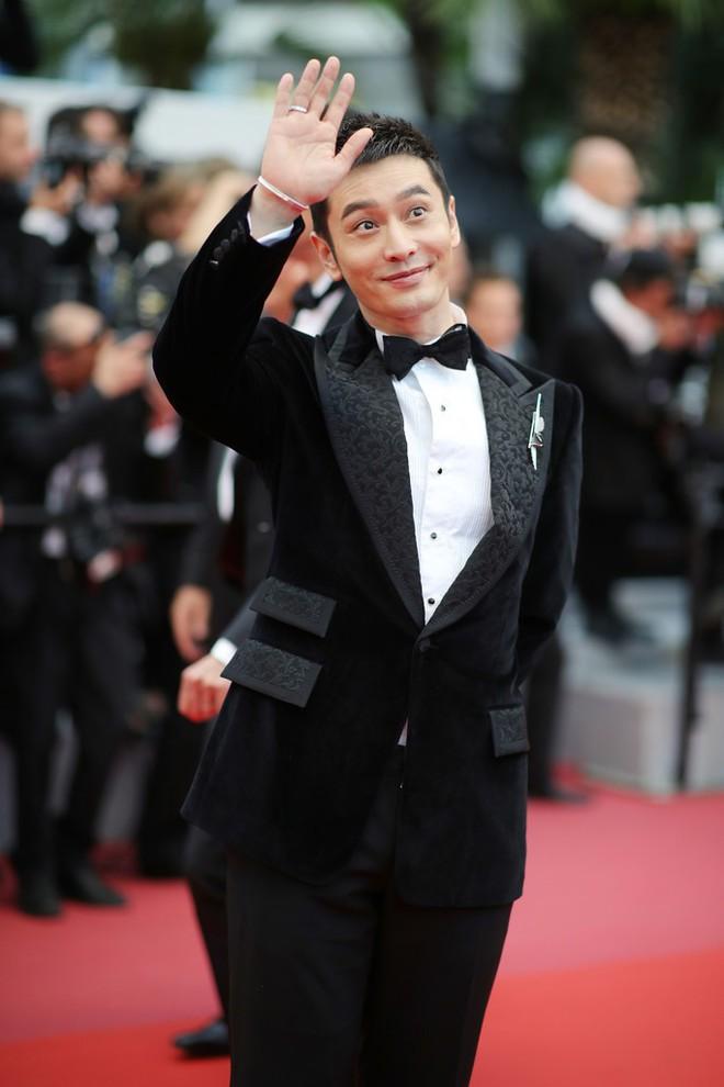 Thảm đỏ LHP Cannes: Huỳnh Hiểu Minh kém sắc, Yoo Ah In bảnh bao xuất hiện cùng dàn siêu mẫu xinh đẹp - Ảnh 3.