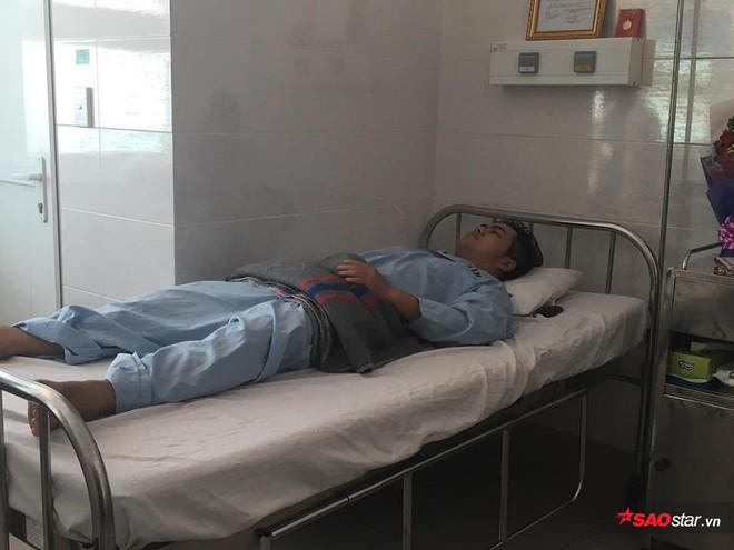 2 nam sinh trọng thương khi bắt cướp ở Sài Gòn: Chỉ biết khóc khi nhìn thấy di ảnh các anh qua điện thoại - Ảnh 6.