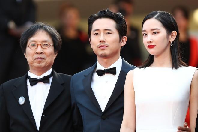 Thảm đỏ LHP Cannes: Huỳnh Hiểu Minh kém sắc, Yoo Ah In bảnh bao xuất hiện cùng dàn siêu mẫu xinh đẹp - Ảnh 6.