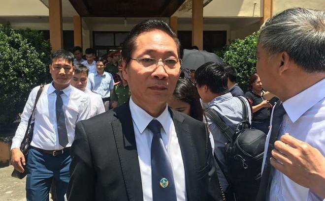 Vụ xử BS Hoàng Công Lương: Tòa thay đổi quyết định về BS Bùi Nghĩa Thịnh sau 1 đêm