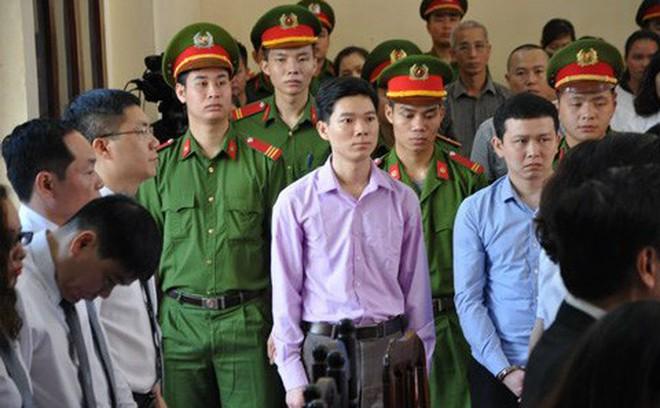 Xử BS Lương: Luật sư Trần Vũ Hải liên tục bị yêu cầu rời khỏi phòng xử án